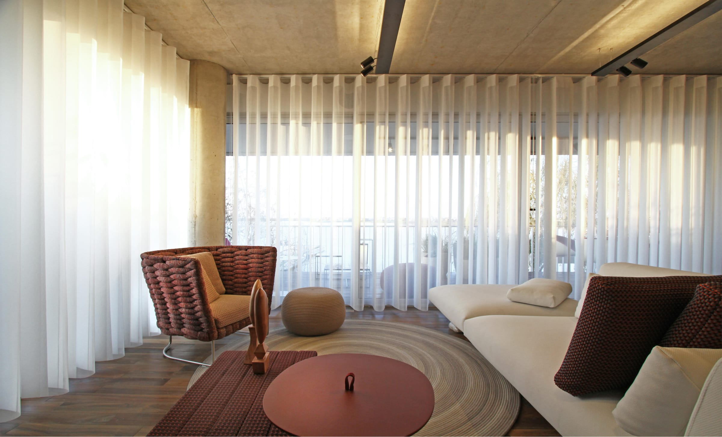 El equipamiento es modular y se adapta a diferentes composiciones (cortinas Ilusion de Rielamericano).