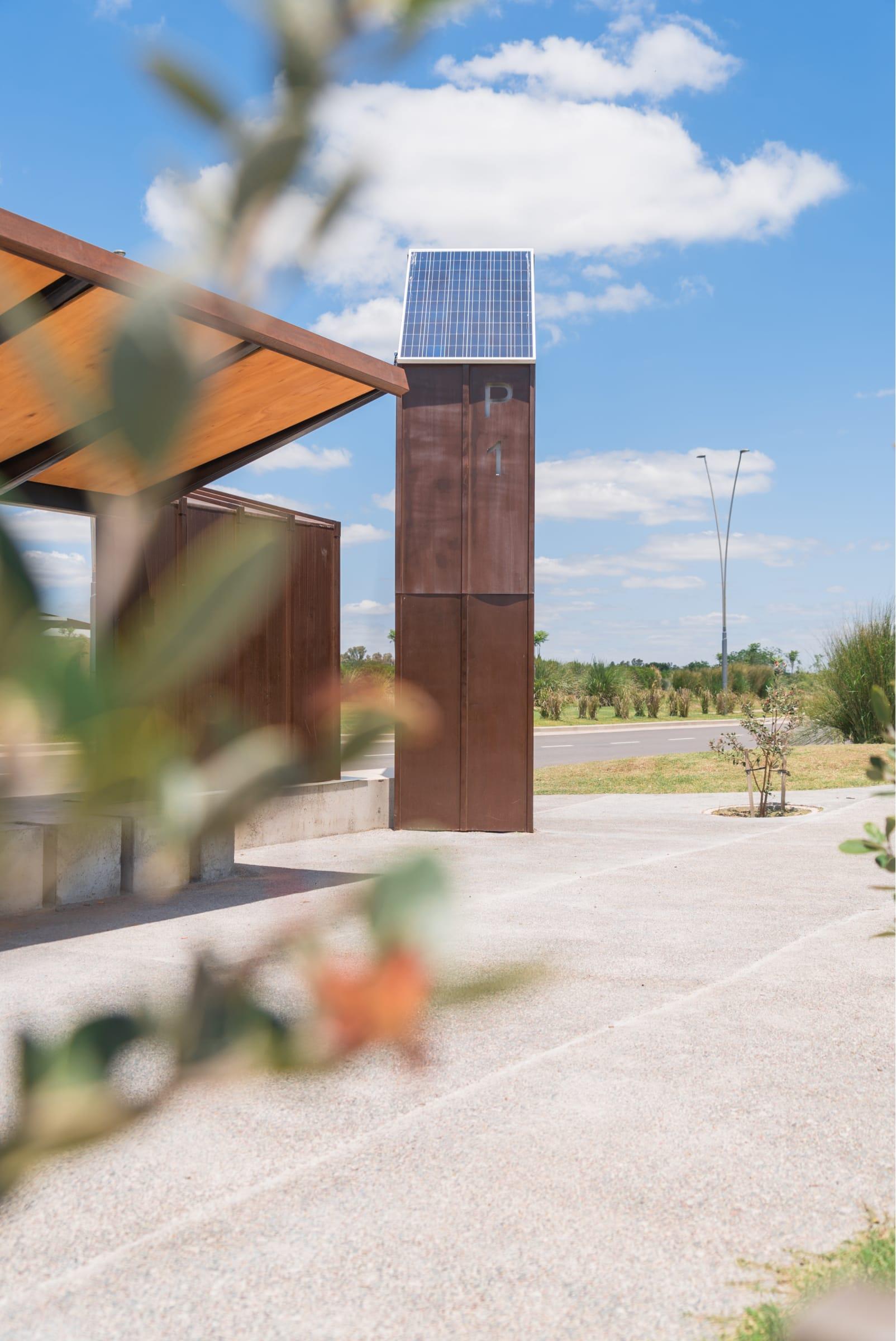 Puertos cuenta con paneles fotovoltaícos para generar electricidad.